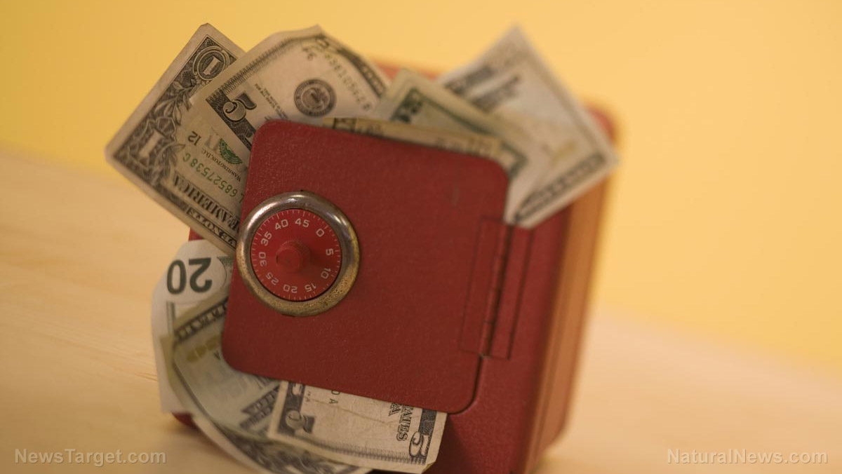How to safely store cash in your home