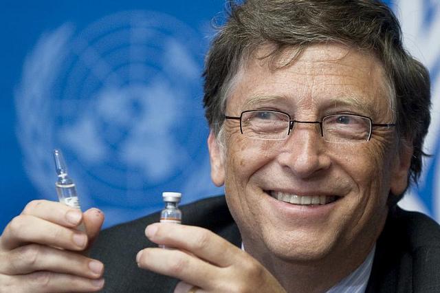 Bill Gates presiona por 7 mil millones de inyecciones experimentales obligatorias de ARN que reprograman las células humanas para producir proteínas de pico de coronavirus