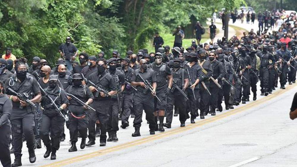 """Los militantes negros ahora son anti-blancos, anti-judíos, anti-israelíes: extremistas armados negros prometen """"tomar Texas"""" mientras los manifestantes del BLM declaran """"muerte a Israel y América"""""""